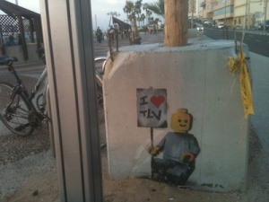 tel aviv street art - robot with i <3 tlv sign